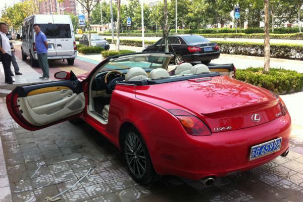 凌志红色敞篷轿跑,2005年11月上牌,行驶6.5万公里,车 高清图片