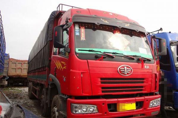 6月 二手二手厢式货车解放悍威9.6米低价转让 价格18.9万元图片
