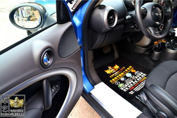 双面座椅 中控车辆信息显示 多功能方向盘 定速巡航 飞机式手刹 全车
