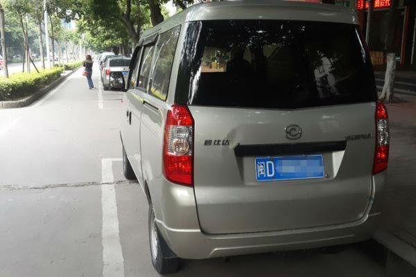 2012年3月 海马商务汽车奥路卡面包车 2.6万高清图片