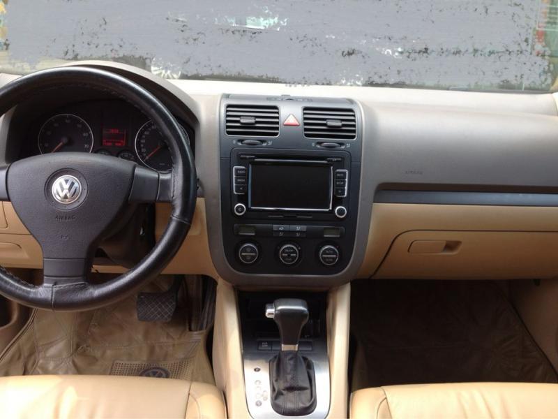 车窗:电动玻璃,防夹手车窗,电动后视镜,后视镜电加热