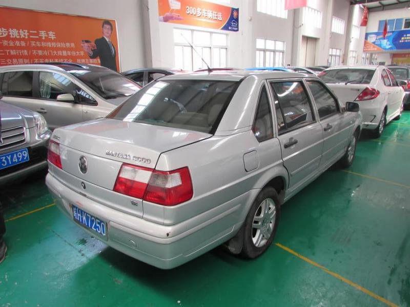 【上海】2005年4月 大众 桑塔纳3000 超越者豪华型手动 灰色 手动挡