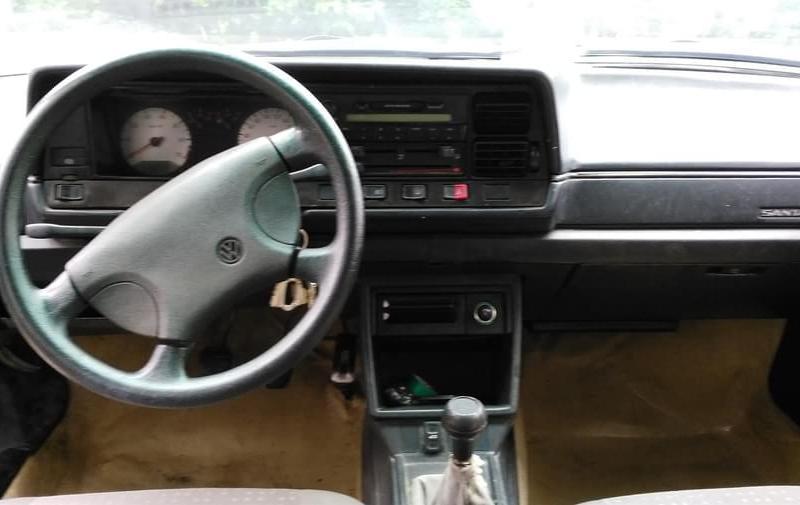【泰州】2004年8月 大众 桑塔纳 2004款 1.8l 标准型 黑色 手动挡