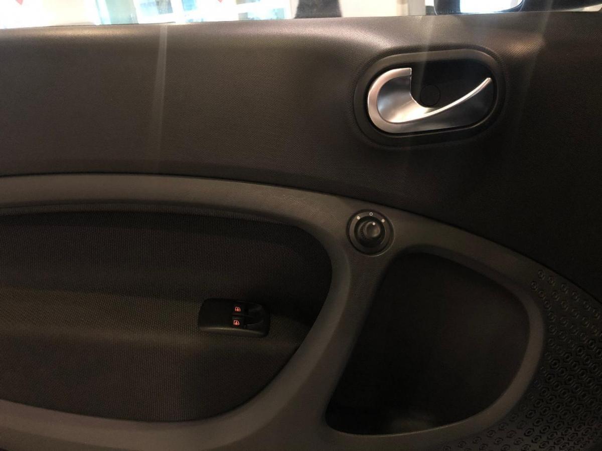 smart fortwo  2016款 0.9T 66千瓦硬顶先锋版图片