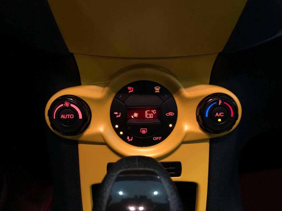 福特 嘉年华  2012款 两厢 1.5L 自动动感限量版图片