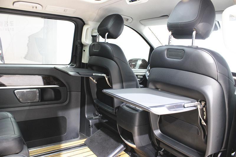 奔驰 V级  2017款 V 260 L 尊贵加长版图片