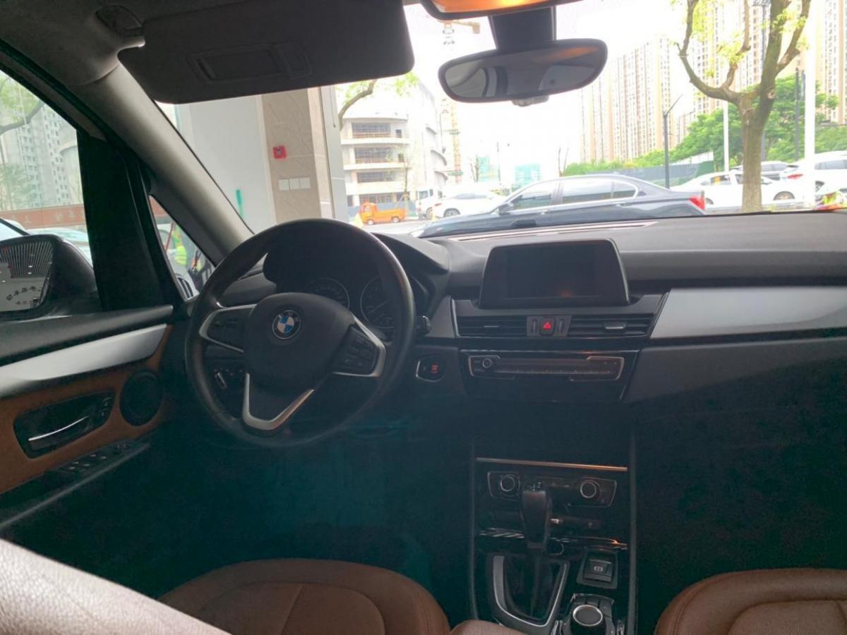 宝马 宝马2系旅行车  2016款 218i 运动设计套装图片