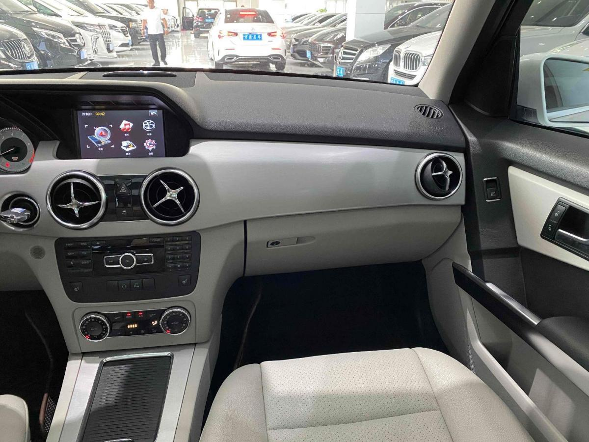 奔驰 奔驰GLK级  2013款 改款 GLK 300 4MATIC 时尚型图片