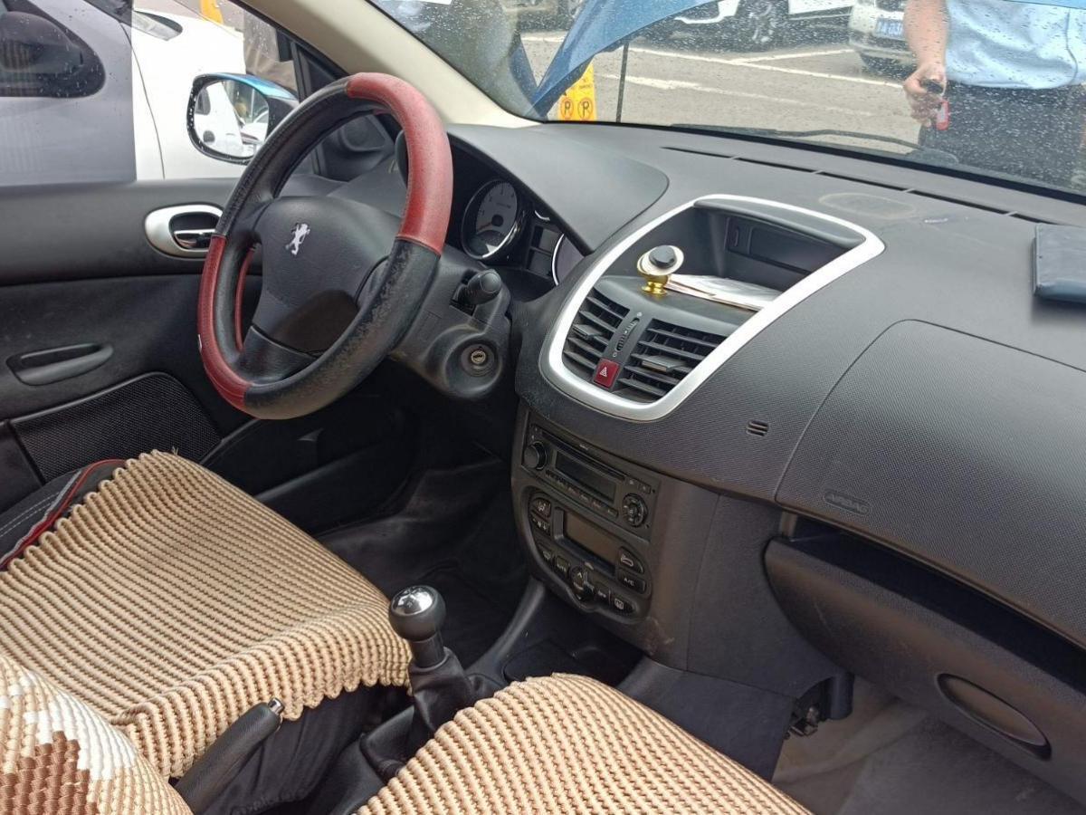标致 207  2009款 两厢 1.4L 手动驭乐版图片
