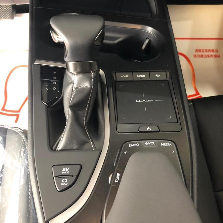 雷克萨斯 UX  2020款 260h 探・趣版图片