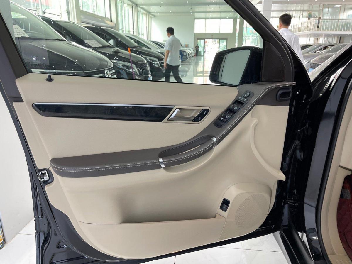 奔驰 奔驰R级  2017款 R 320 4MATIC 商务型臻藏版图片